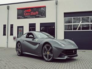 Postal: Bonito Ferrari de color gris