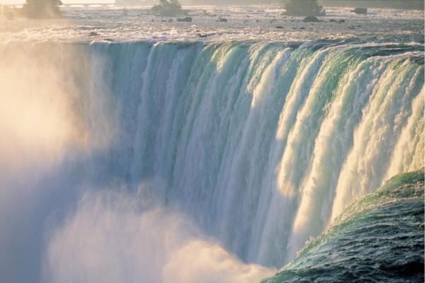 Gran catarata en un río