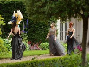 Mujeres con máscaras de carnaval