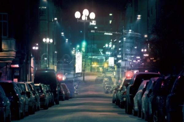 Calle solitaria de una ciudad