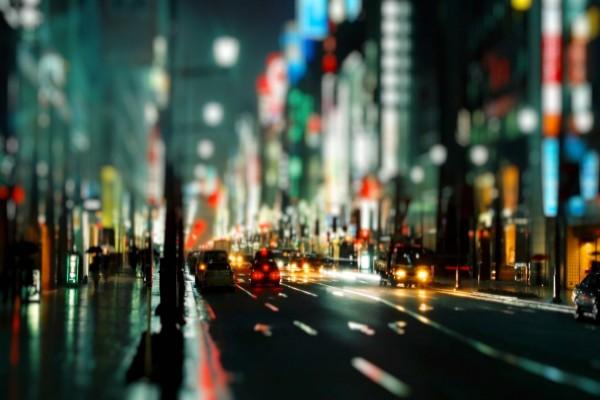 Noche en una calle de una gran ciudad