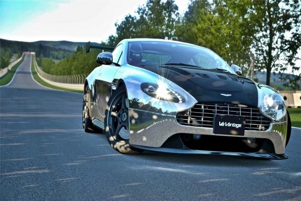 Aston Martin V12 Vantage en una carretera