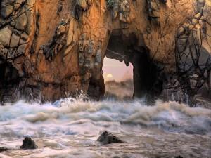 Sol y mar a través del acantilado