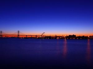Puente de la Bahía de Yokohama al atardecer