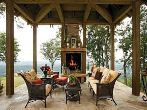 Chimenea en un porche al aire libre