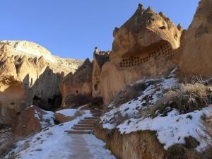 Nieve en el valle de Zelve, Turquía