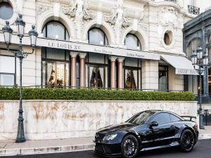Postal: Un reluciente Mercedes negro