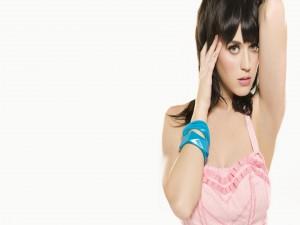 Katy Perry con un vestido rosa