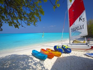 Canoas y barcas para disfrutar en la playa