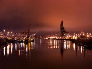 Luces en el puerto y la ciudad
