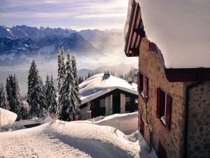 Postal: Gran capa de nieve sobre los tejados de las casas