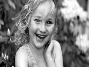 Postal: Una niña feliz