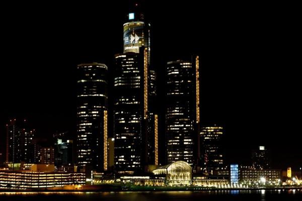 Rascacielos en la noche