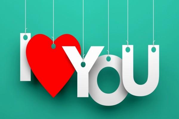 Letras colgantes que dicen: Te Amo