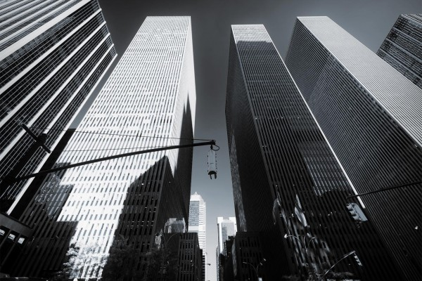 Rascacielos en blanco y negro