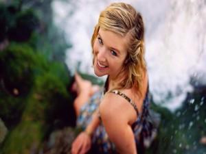 Una chica guapa sonriendo