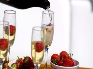 Postal: Champán y fresas