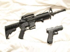 Postal: Rifle de asalto y una pistola