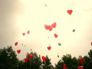 Postal: Corazones volando en San Valentín