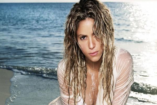 Shakira en una playa