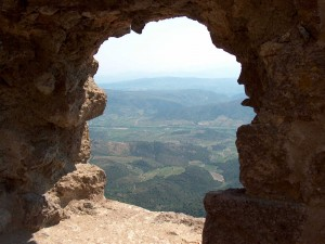Postal: Observando el paisaje desde el Castillo de Quéribus (Francia)