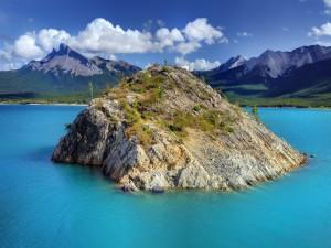 Isleta en un lago del Parque Nacional Banff