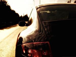 Deportivo en una carretera