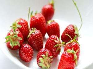 Pequeñas fresas silvestres