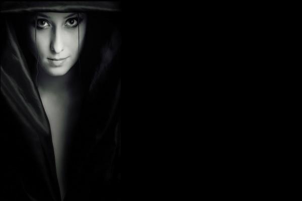 Chica en la oscuridad