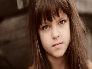 Postal: La mirada de una niña