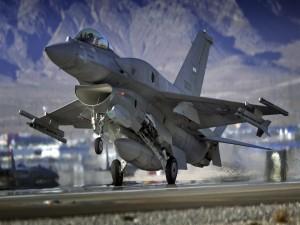 Postal: Avión de combate despegando
