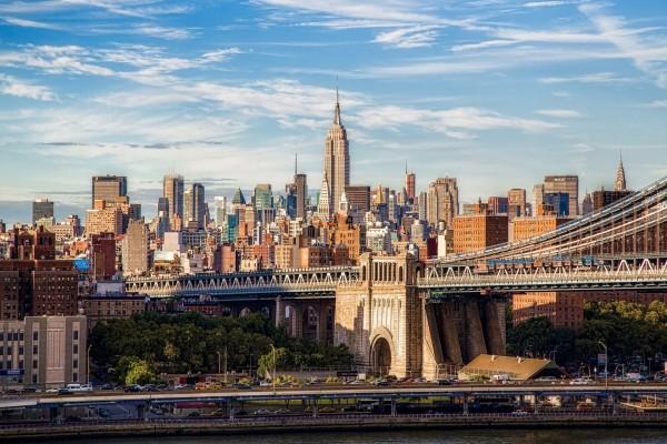 Cielo azul sobre la ciudad de Nueva York