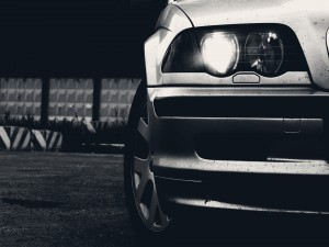 Faro delantero de un coche