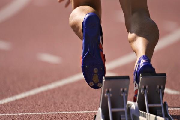 Atleta iniciando la carrera