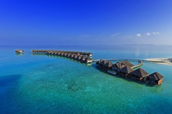 Complejo turístico en un mar transparente
