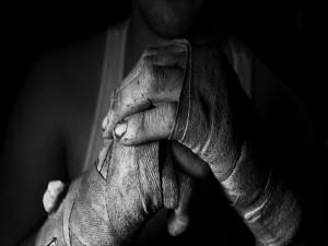 Postal: Las manos de un boxeador