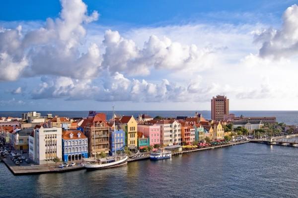 Ciudad junto al mar