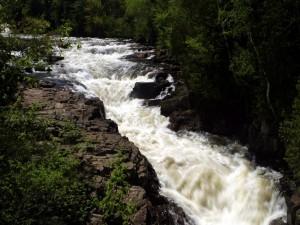 Postal: Un río caudaloso