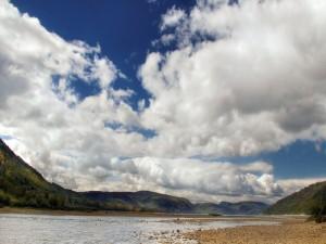 Postal: Piedras a orillas de un río