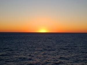 Postal: Bello amanecer en el océano