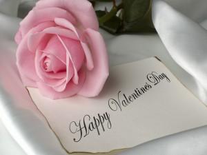Postal: Rosa sobre una nota de ¡Feliz Día de San Valentín!