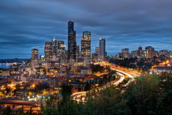 Una gran ciudad iluminada