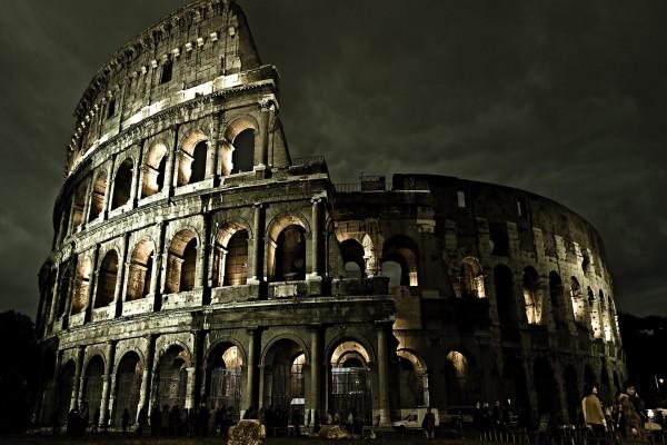 Visita nocturna al Coliseo romano