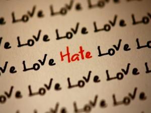 La palabra amor escrita en tinta negra