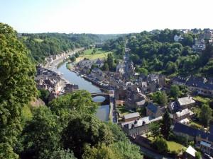 Hermosas vistas del río Rance a su paso por Dinan (Francia)