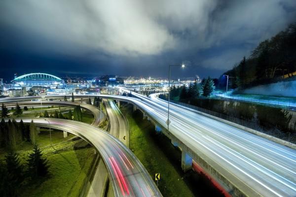 Carreteras a las afueras de una ciudad