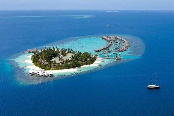 Hermosa isla vacacional en el océano
