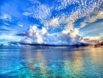 Hermosas nubes sobre el mar