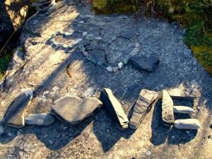 Love escrito con piedras