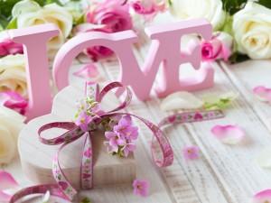 Postal: Regalo en forma de corazón para el Día de San Valentín